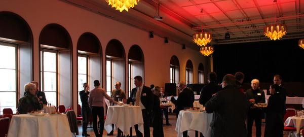 Bild: Die Gäste treffen ein im Casinotheater Winterthur